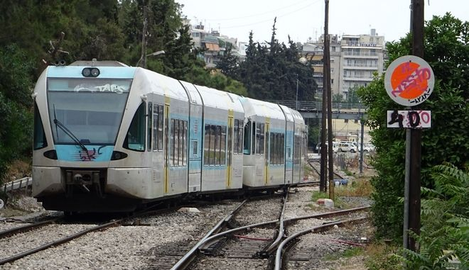 Τραίνο του προαστιακού σιδηρόδρομου.