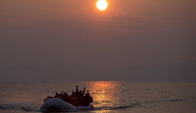 Βάρκα με μετανάστες από την Τουρκία φτάνει στη Λέσβο