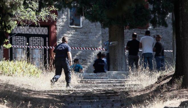 Η 16χρονη κοπέλα εντοπίστηκε νεκρή έξω από εκκλησία στον λόφο του Προφήτη Ηλία στα Τρίκαλα.