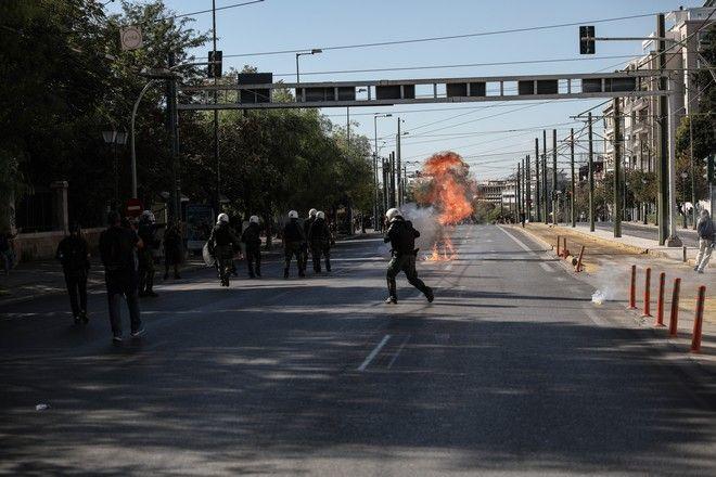 Ένταση στο πανεκπαιδευτικό συλλαλητήριο στην Αθήνα την Πέμπτη 15 Οκτωβρίου 2020. (EUROKINISSI/ΣΤΕΛΙΟΣ ΜΙΣΙΝΑΣ)