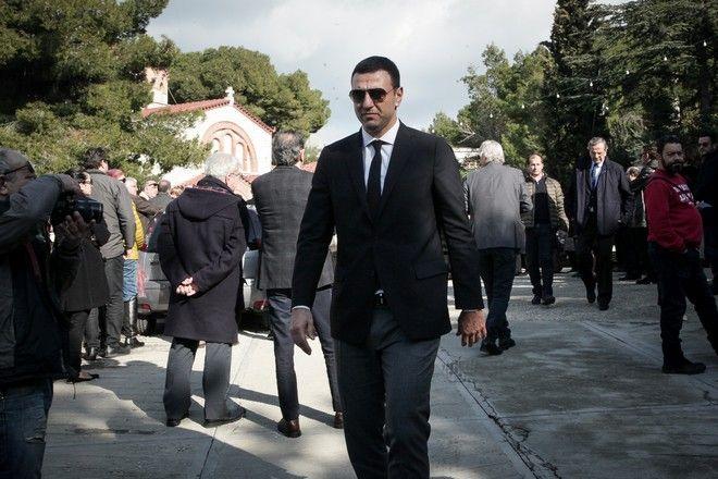 Ο Βασίλης Κικίλιας στην κηδεία του Θέμου Αναστασιάδη