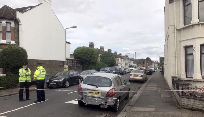 Λονδίνο: Η αστυνομία προχώρησε σε ελεγχόμενη έκρηξη κοντά στην πρεσβεία των ΗΠΑ