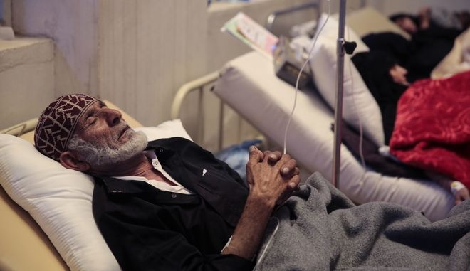 An elderly man is treated for a suspected cholera infection at a hospital in Sanaa, Yemen, Monday, May. 15, 2017. The U.N. humanitarian coordinator in Yemen says a cholera outbreak has killed 115 people over the past two weeks. (AP Photo/Hani Mohammed)