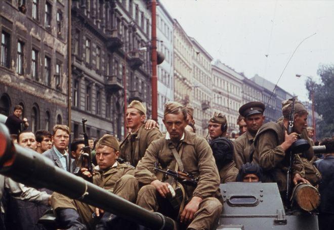 Στα οδοφράγματα: Πενήντα χρόνια από το εξεγερμένο 1968