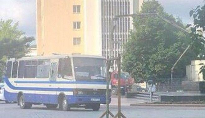 Συναγερμός στην Ουκρανία: Ένοπλος κρατά 20 ομήρους σε λεωφορείο