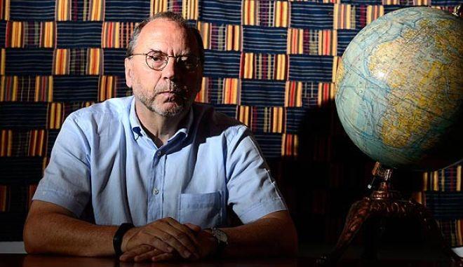 """Πέτερ Πιοτ: Η Ευρώπη θα καταστεί ευάλωτη, χρειάζεται ένα """"τάγμα"""" εναντίον του Έμπολα"""