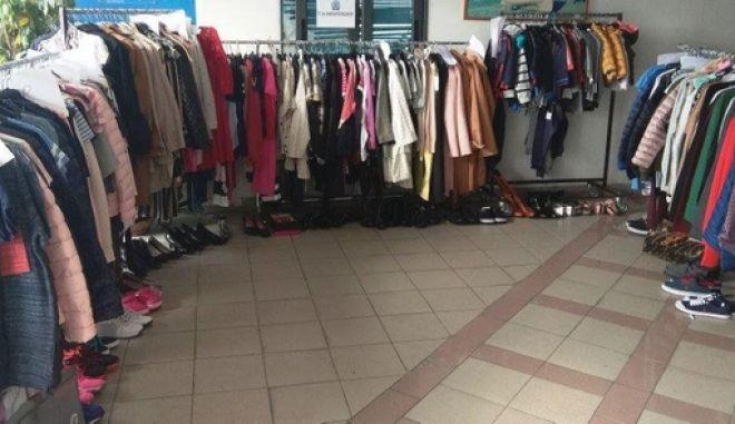 Έκλεβαν ρούχα και παπούτσια από καταστήματα και τα διέθεταν προς πώληση στη Αλβανία
