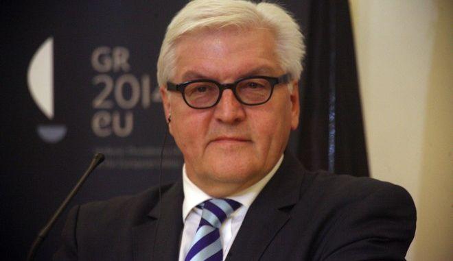 Ο υπουργός Εξωτερικών της Γερμανίας Φράνκ Βάλτερ Σταϊνμάγερ, κάνει δηλώσεις μετά το τέλος της συνάντησης του με τον αντιπρόεδρο της κυβέρνησης και υπουργό Εξωτερικών Ευάγγελο Βενιζέλο στο υπουργείο την Πέμπτη 9 Ιανουαρίου 2014. (EUROKINISSI/ΑΛΕΞΑΝΔΡΟΣ ΖΩΝΤΑΝΟΣ)