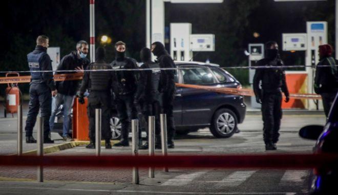 Διπλή δολοφονία έξω από σούπερ μάρκετ στην οδό Αχαρνών στην Κηφισσιά.