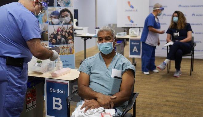 Ξεκίνησαν οι εμβολιασμοί στις ΗΠΑ