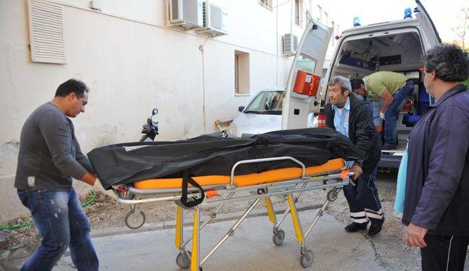 Σκάφος που μετέφερε άγνωστο αριθμό παράνομων μεταναστών αναποδογύρισε και βυθίστηκε νωρίς το πρωί της Παρασκευής 15 Νοεμβρίου 2013, στην θαλάσσια περιοχή Πάλαιρος.  Σύμφωνα με την Αστυνομία, έχουν βρεθεί νεκροί δώδεκα μετανάστες, μεταξύ των οποίων τέσσερα παιδιά, τρία αγόρια και ένα κορίτσι, μεταξύ τριών και έξι ετών. Οι 15 μετανάστες που σώθηκαν έχουν μεταφερθεί σε νοσοκομεία της Λευκάδας και της Πρέβεζας ενώ σε ετοιμότητα βρίσκεται και το νοσοκομείο Αγρινίου. Όσον αφορά την υπηκοότητα των μεταναστών πιθανόν, σύμφωνα με την Αστυνομία, είναι πρόσφυγες από τη Συρία, ενώ σχετικά με τα αίτια του ναυαγίου, οι πρώτες εκτιμήσεις κάνουν λόγο για μετατόπιση βάρους, δεδομένου ότι στη θαλάσσια περιοχή επικρατούσαν πολύ καλές καιρικές συνθήκες. (EUROKINISSI/ΚΩΝΣΤΑΝΤΙΝΑ ΛΑΜΠΡΟΠΟΥΛΟΥ)