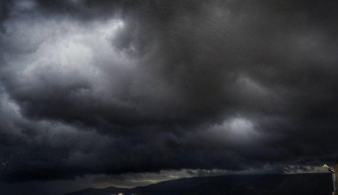 Σύννεφα πάνω από την Αθήνα το απόγευμα του Σαββάτου 14 Ιανουαρίου 2017. (EUROKINISSI/ΓΙΩΡΓΟΣ ΚΟΝΤΑΡΙΝΗΣ)