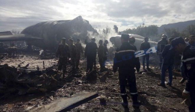 Τα πρώτα πλάνα από το σημείο της αεροπορικής τραγωδίας στην Αλγερία