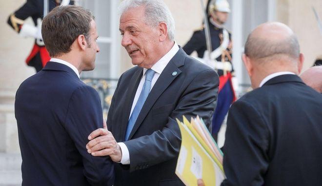Συνάντηση Αβραμόπουλου-Μακρόν στο Παρίσι για τη μετανάστευση