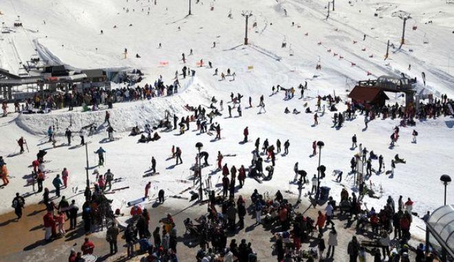 Περισσότεροι από 5.500 χιονοδρόμοι και φίλοι του βουνού επισκέφτηκαν το Σάββατο 12 Μαρτίου 2011, το Χιονοδρομικό Κέντρο Παρνασσού, για να λάβουν μέρος στο All Day Powder Party που διοργάνωσε με το Χ.Κ.Π. και η ΕΤΑ. (EUROKINISSI // ΕΤΑΙΡΕΙΑ ΤΟΥΡΙΣΤΙΚΗΣ ΑΝΑΠΤΥΞΗΣ)