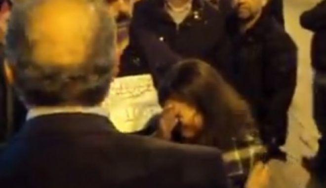 Μαθήτρια ξέσπασε σε λυγμούς μπροστά στον υφυπουργό Μιχάλη Παπαδόπουλο γιατί δεν έχει καθηγητές