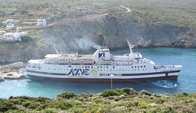 Επιβατηγό πλοίο προσάραξε στην Κάσο εξαιτίας των ισχυρών ανέμων