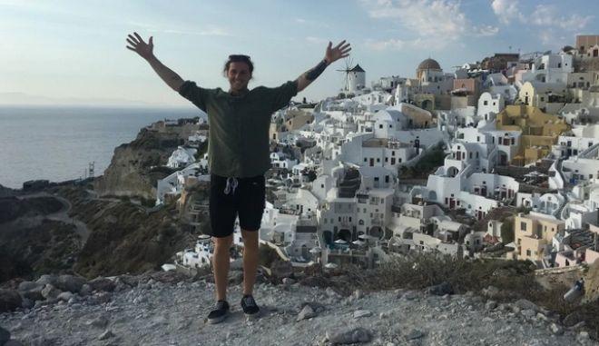Σαντορίνη: Τουρίστας πέταξε στη θάλασσα δαχτυλίδι 5.000 δολαρίων γιατί χώρισε