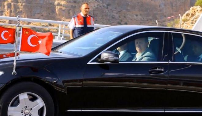 Δείτε το 'άρμα μάχης' που χρησιμοποιεί για αυτοκίνητο ο Ερντογάν