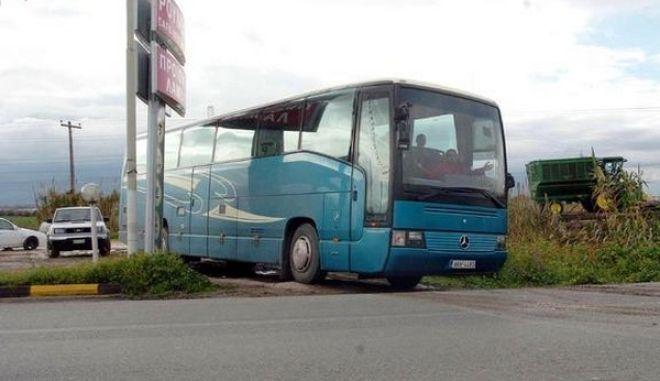 Ανατράπηκε λεωφορείο του ΚΤΕΛ στα Τρίκαλα