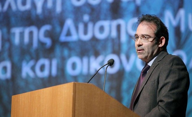 Ο Γιώργος Παγουλάτος, Καθηγητής Ευρωπαϊκής Πολιτικής και Οικονομίας στο Τμήμα Διεθνών και Ευρωπαϊκών Οικονομικών Σπουδών του Οικονομικού Πανεπιστημίου Αθηνών, επισκέπτης Καθηγητής στο Κολέγιο της Ευρώπης, Bruges, και Αντιπρόεδρος του Ελληνικού Ιδρύματος Ευρωπαϊκής και Εξωτερικής Πολιτικής (ΕΛΙΑΜΕΠ)