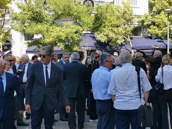 Στιγμιότυπο από την κηδεία του Αντώνη Λιβάνη