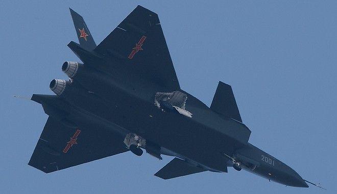 Η Κίνα παρουσίασε το νέο της υπερόπλο Chengdu J-20