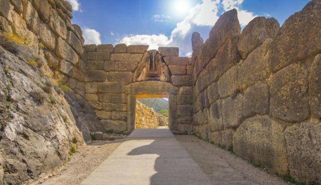 Αρχαιολογική Εταιρεία: Δεν βρέθηκε ο θρόνος του Αγαμέμνονα στις Μυκήνες, αλλά μια... λεκάνη!