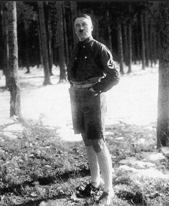 Ο Χίτλερ με σορτσάκι