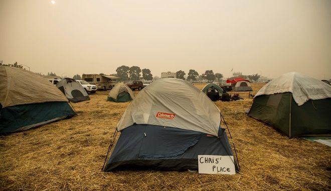 Καταυλισμός πυρόπληκτων στην Καλιφόρνια