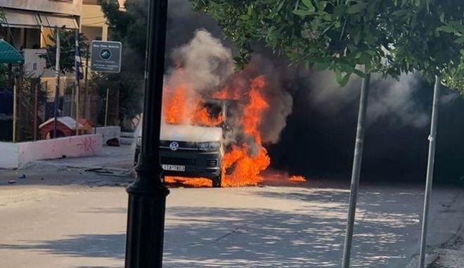 Έκαψαν βαν οπαδών του ΠΑΟΚ