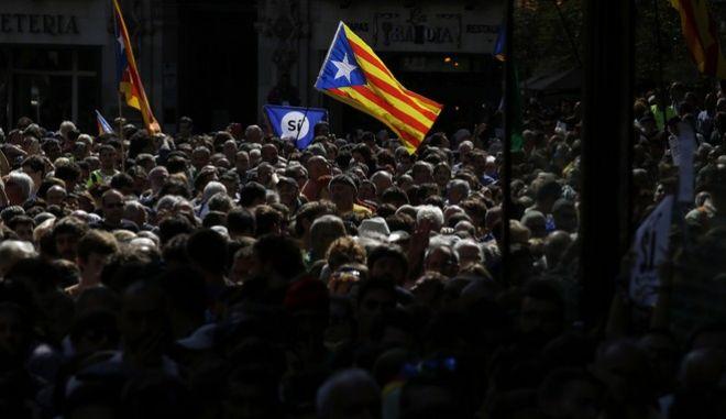 Η Μπάρτσα λέει 'ΝΑΙ' στο δημοψήφισμα της Καταλονίας και καταδικάζει την ισπανική Εθνοφυλακή