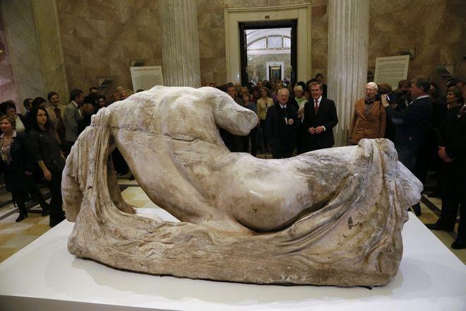 Αρχαιοελληνικό γλυπτό που εκτίθεται στο Βρετανικό Μουσείο