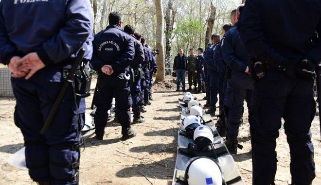 Αστυνομικές δυνάμεις στα σύνορα στον Έβρο (φωτογραφία αρχείου)