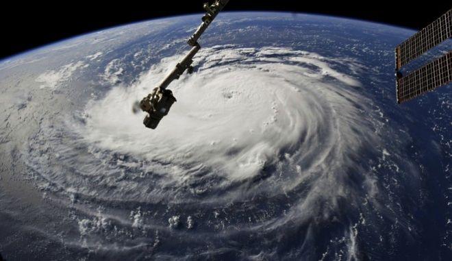 Φωτογραφία του τυφώνα από τον Διεθνή Διαστημικό Σταθμό