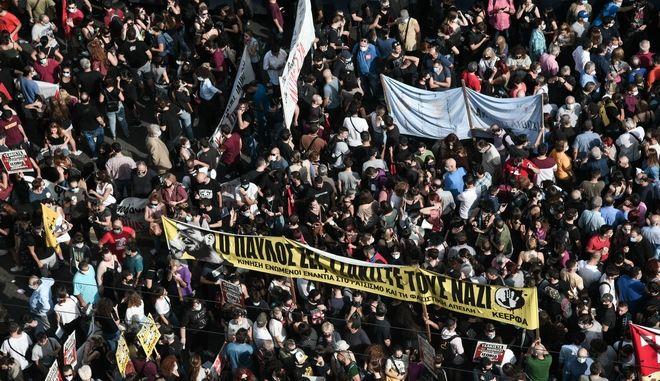 Αντιφασιστική συγκέντρωση έξω από το Εφετείο της Αθήνας .