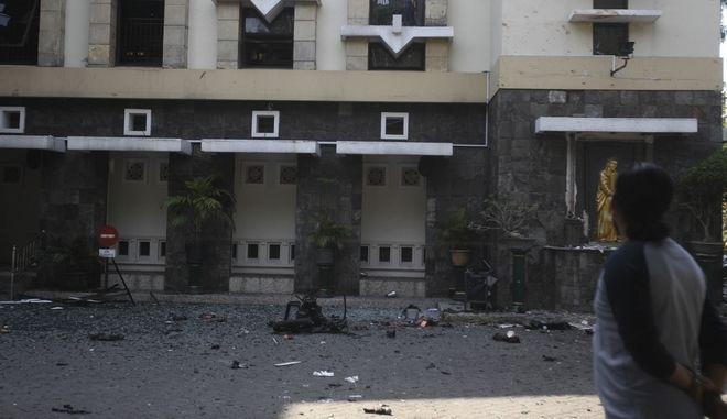 Βομβιστική επίθεση σε εκκλησία της Ινδονησίας