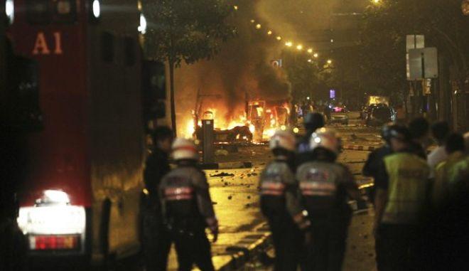 Σιγκαπούρη: Σε κατάσταση σοκ η πόλη- κράτος μετά από βίαιες ταραχές
