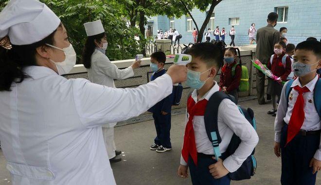 Θερμομέτρηση μαθητών στη Νότια Κορέα
