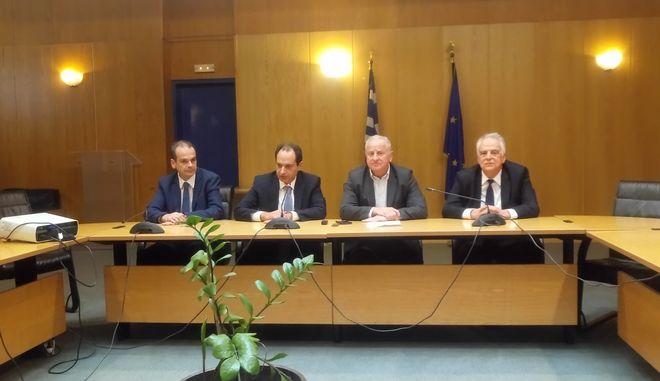 Δωρεά των ΕΛΠΕ για την αποκατάσταση των δρόμων σε Μάνδρα και Νέα Πέραμο