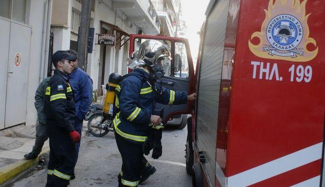 ΑΡΓΟΣ-Πυρκαγιά που προκλήθηκε από τσιγάρο εκδηλώθηκε σε μονοκατοικία σήμερα στις 3μμ στο Άργος. Η άμεση επέμβαση της αστυνομικής ομάδας ΔΙΑΣ που απομάκρυνε την ένοικο του σπιτιού και της πυροσβεστικής είχαν σαν αποτέλεσμα να μην πάρει διαστάσεις το περιστατικό.(Eurokinissi-ΠΑΠΑΔΟΠΟΥΛΟΣ ΒΑΣΙΛΗΣ)