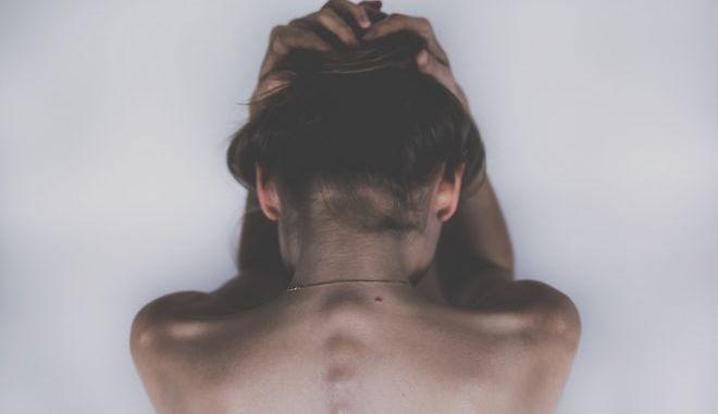 Συμφωνείτε ή διαφωνείτε; Η ελληνική κοινωνία κάνει τα στραβά μάτια στην χειροδικία κατά των γυναικών