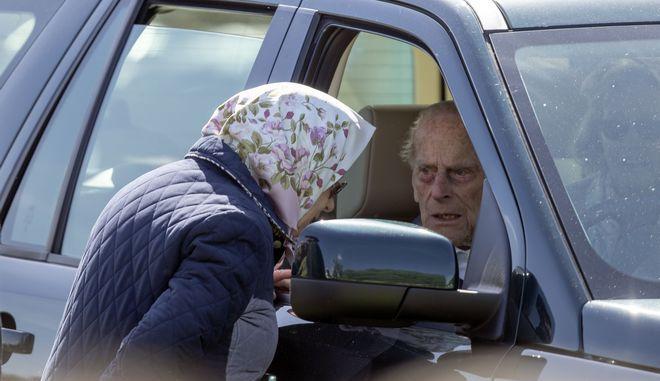 Ο πρίγκιπας Φίλιππος στο τιμόνι