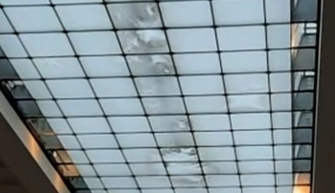 Η οροφή της αίθουσας όπου εκτίθενται τα Γλυπτά του Παρθενώνα