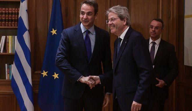 Συνάντηση του Πρωθυπουργού Κυριάκου Μητσοτάκη με τον Επίτροπο της Ευρωπαϊκής Ένωσης αρμόδιο για θέματα Οικονομίας, Πάολο Τζεντιλόνι, στο Μαξίμου
