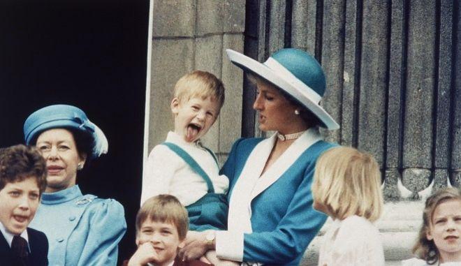 Ο Πρίγκιπας Χάρι, όταν ήταν 4 χρόνων (1998) με τη μητέρα του Λαίδη Νταϊάνα. Στα 36 ομολόγησε πως αυτό που συνέβη στη Lady D ήταν ο λόγος που έφυγε από το Μπάκινγκχαμ.