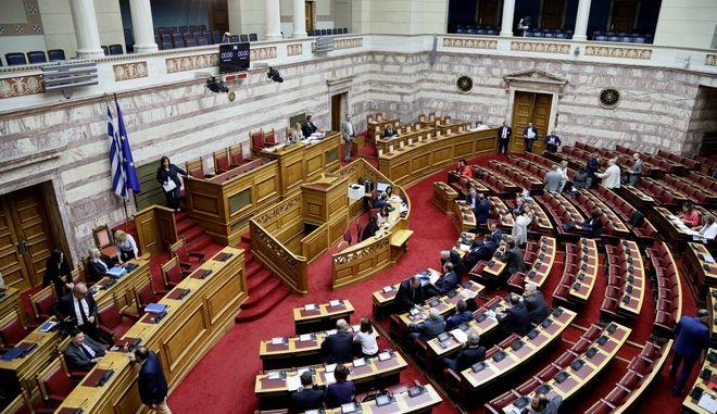 Η αίθουσα της Ολομέλειας της Βουλής.