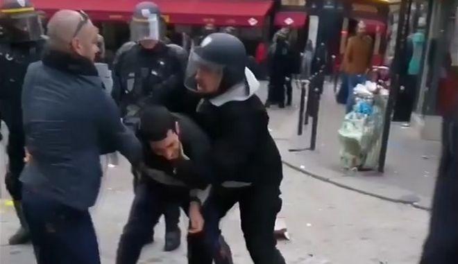 Ο συνεργάτης του Μακρόν Αλεξάντρ Μπεναλά άσκησε βία σε βάρος διαδηλωτή στις κινητοποιήσεις της Πρωτομαγιάς