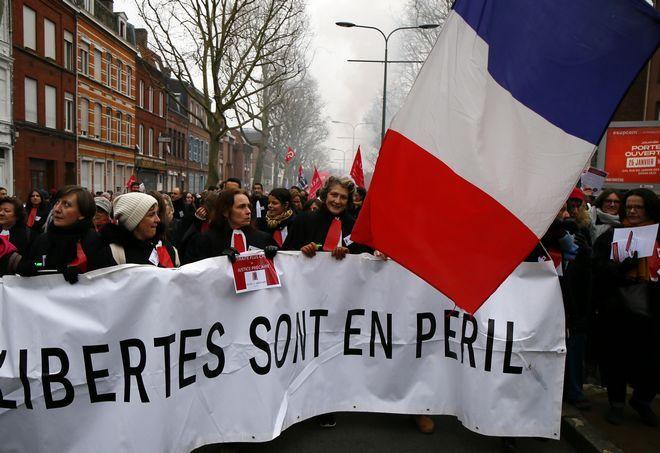 Οι Γάλλοι στους δρόμους