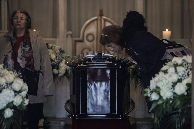Η σορός του Κώστα Βουτσά τέθηκε σε λαϊκό προσκύνημα στο παρεκκλήσι της Μητρόπολης Αθηνών, την Πέμπτη 27 Φεβρουαρίου 2020. (EUROKINISSI/ΓΙΑΝΝΗΣ ΠΑΝΑΓΟΠΟΥΛΟΣ)